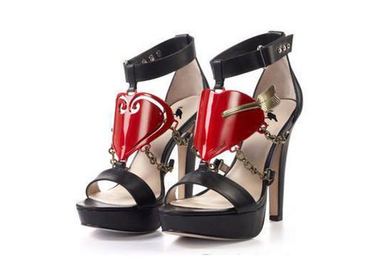 蔡康永为爱设计的高跟鞋