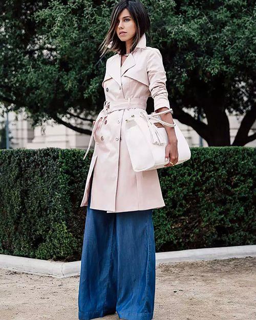 粉色风衣搭配蓝色
