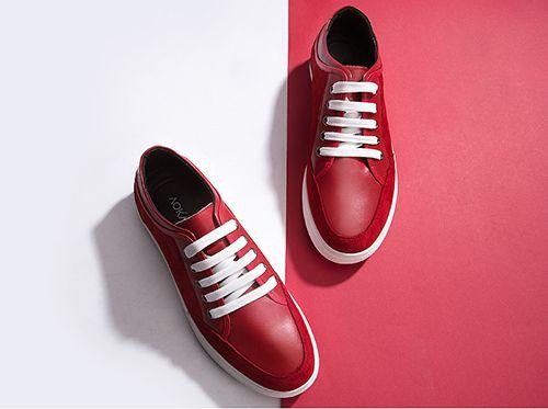 流行的运动皮鞋