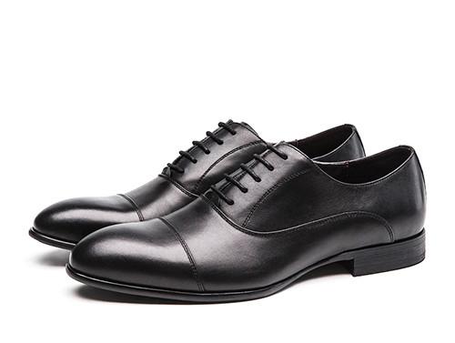 专业人士选购正装皮鞋