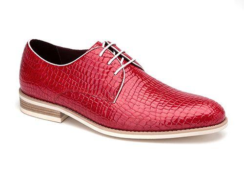 缝制商务皮鞋