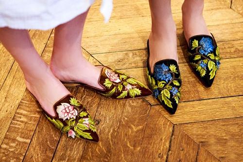 皮鞋资讯:刺绣平底鞋