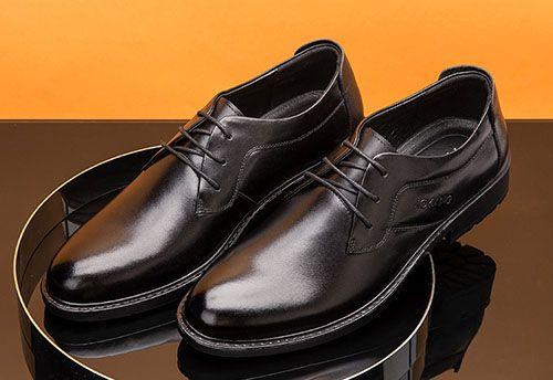 黑色西装搭配什么颜色的男士皮鞋