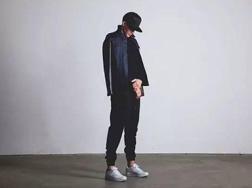 束脚裤不能搭配皮鞋