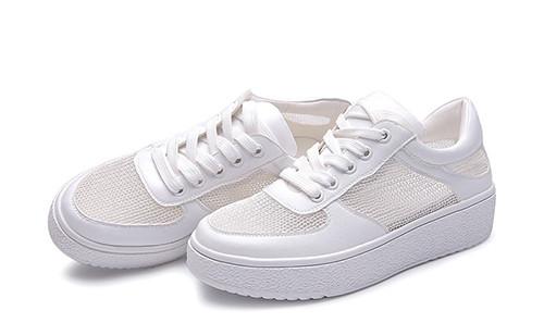 时尚资讯:大巴上拖鞋翘脚熏坏乘客