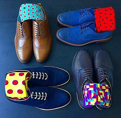皮鞋和袜子的颜色搭配