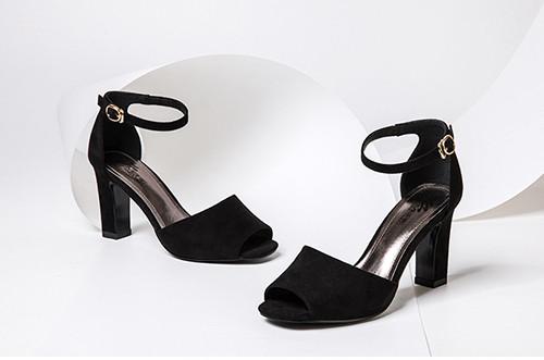 皮鞋资讯:走路时鞋子发出吱吱声怎么办