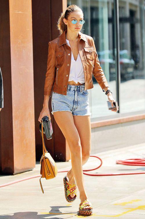 卖鞋的网站:夏天穿什么颜色的凉鞋好