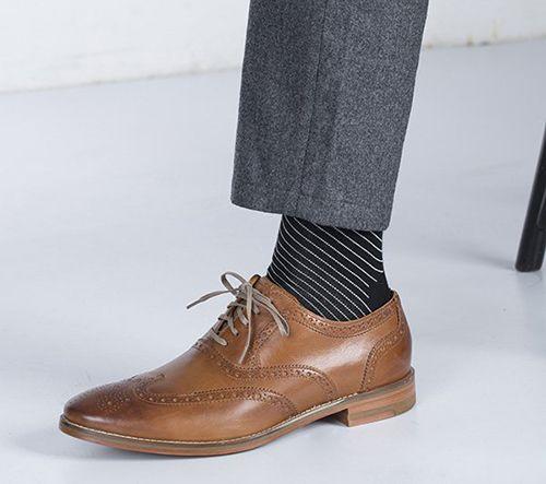 皮鞋搭配什么颜色的袜子