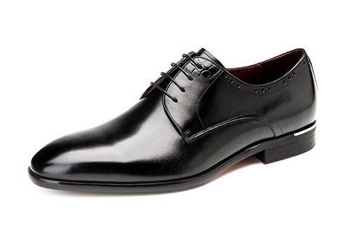 黑色系带皮鞋