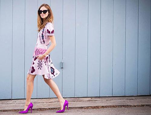 时尚资讯:紫色鞋子怎么搭