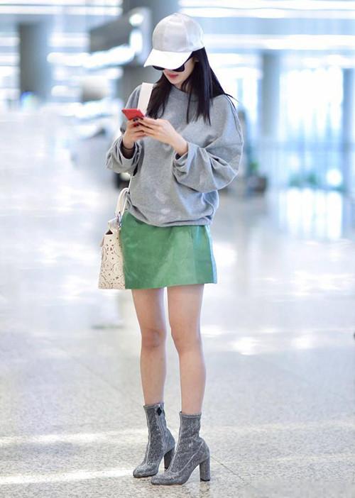 时尚资讯:杨幂方跟鞋